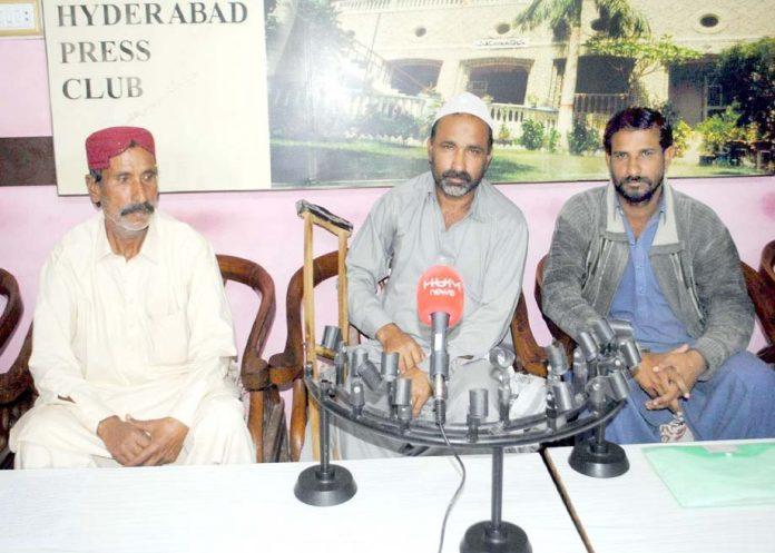 حیدر آباد: قاسم آباد کے مکین لعل بخش پریس کانفرنس کررہے ہیں