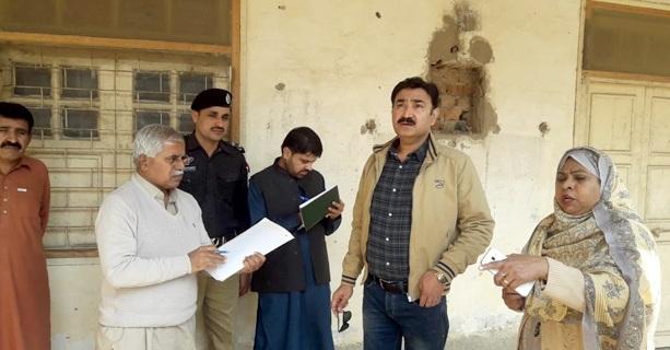 جیکب آباد: ڈپٹی کمشنر غضنفر علی قادری گرلز ڈگری کالج کا دورہ کررہے ہیں