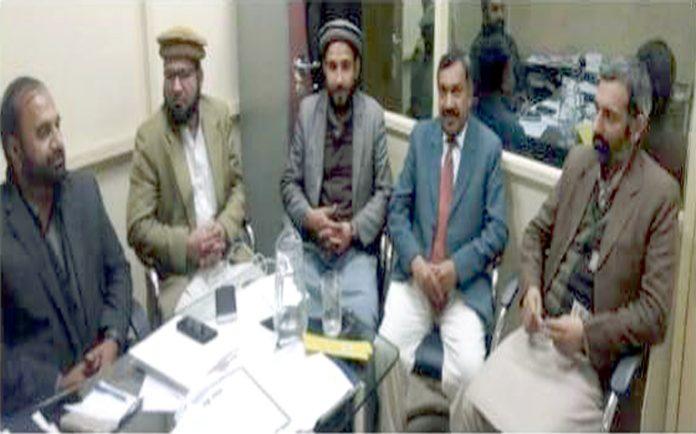 امیر جماعت اسلامی پنجاب ڈاکٹر طارق سلیم صوبائی ذمے داران کے اجلاس سے خطاب کررہے ہیں ،اقبال خان، عثمان آکاش و دیگر بھی شریک ہیں