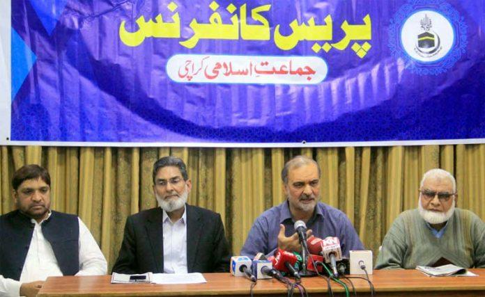 امیر جماعت اسلامی کراچی حافظ نعیم الرحمن ادارہ نورحق میں پریس کانفرنس کررہے ہیں