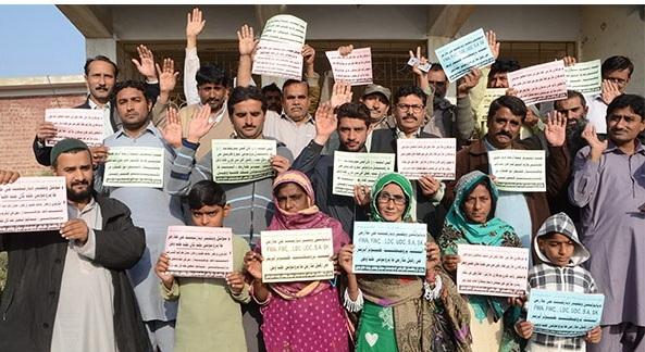 بدین: آل پاکستان کلرک ایسوسی ایشن پاکستان کی جانب سے سروس اسٹراکچر اور پروموشن نہ ملنے کیخلاف احتجاج کیا جارہا ہے