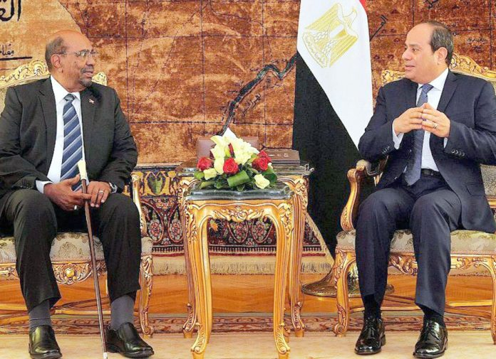 قاہرہ: سوڈانی صدر عمر البشیر مصری ہم منصب سیسی سے حمایت حاصل کرنے کی کوشش کررہے ہیں