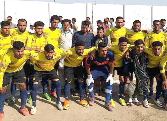کراچی : عبدالرشید فٹبال ٹورنامنٹ میں شریک ٹیم میچ سے قبل لیاگیا گروپ فوٹو