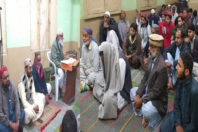 جیکب آباد: نائب امیر جماعت اسلامی سندھ پروفیسر نظام الدین میمن المرکز ہال میں تقریب کے شرکا سے خطاب کررہے ہیں