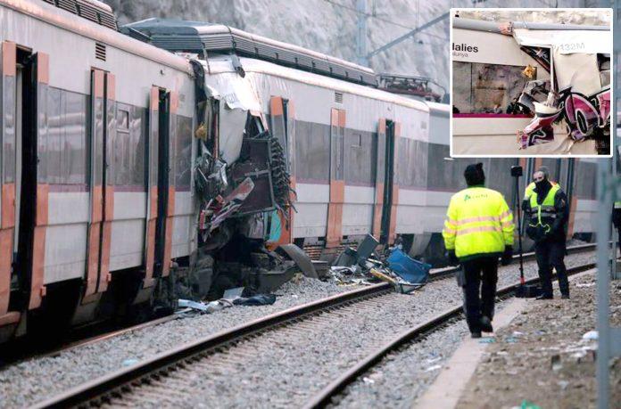 بارسلونا: ریل گاڑیوں میں تصادم کے باعث بوگیاں ایک دوسرے میں پیوست ہوگئی ہیں