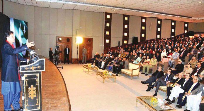 اسلام آباد، وزیر اعظم عمران خان پاکستان بناؤ سرٹیفکیٹ کی افتتاحی تقریب سے خطاب کررہے ہیں