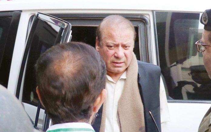 لاہور: سابق وزیراعظم نواز شریف کو سروسز اسپتال منتقل کیا جارہا ہے
