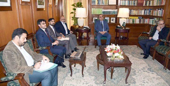گورنر سندھ عمران اسماعیل سے حبکو کے چیف ایگزیکٹو آفیسر خالد منصور کی سربراہی میں وفد ملاقات کر رہا ہے