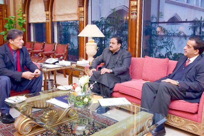 اسلام آباد:وزیر اعظم عمران خان سے وزیراعلیٰ پنجاب عثمان بزدار اور مشیر امین اسلم ملاقات کررہے ہیں