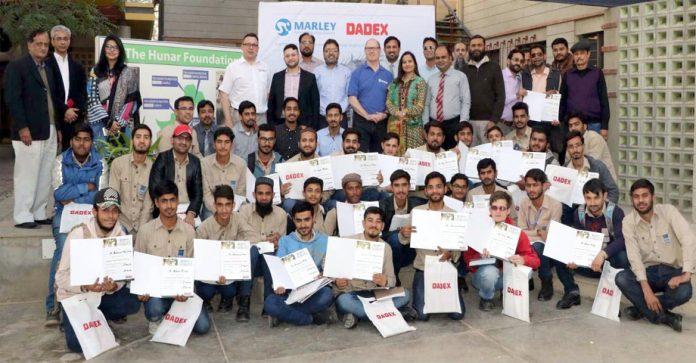 ڈیڈیکس اور مالر ے (یوکے) کے اشتراک سے ہنرفاؤنڈیشن میں پلمبرنگ کے جدید طریقوں کو متعارف کرانے کے لیے سیمینار کے بعد شرکا کا لیا گیا گروپ فوٹو