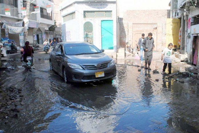 حیدر آباد: پریٹ آباد کے علاقے میں گلی میں سیوریج کا پانی جمع ہے جس کے باعث مکینوں کو مشکلات کا سامنا کرنا پڑ رہا ہے