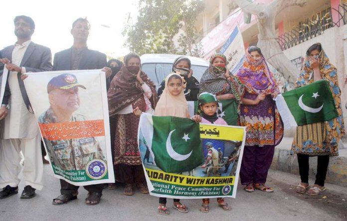 حیدر آباد: سینٹرل پیس کمیٹی کے تحت کشمیریوں سے اظہار یکجہتی کے لیے مظاہرہ کیا جارہا ہے