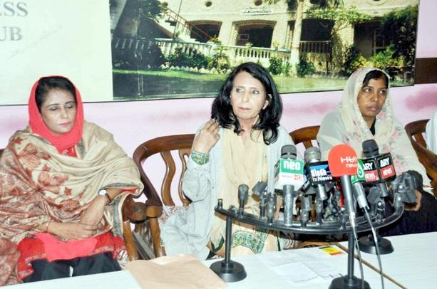 حیدر آباد: برابری پارٹی کی چیئرپرسن شہناز خان پریس کانفرنس کررہی ہیں