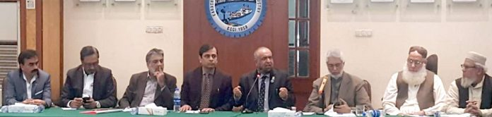 کراچی چیمبر آف کامرس کے زیر اہتمام اجلاس میں حامد محمود ،جنید اسماعیل ماکڈا، مجید میمن و دیگر شریک ہیں