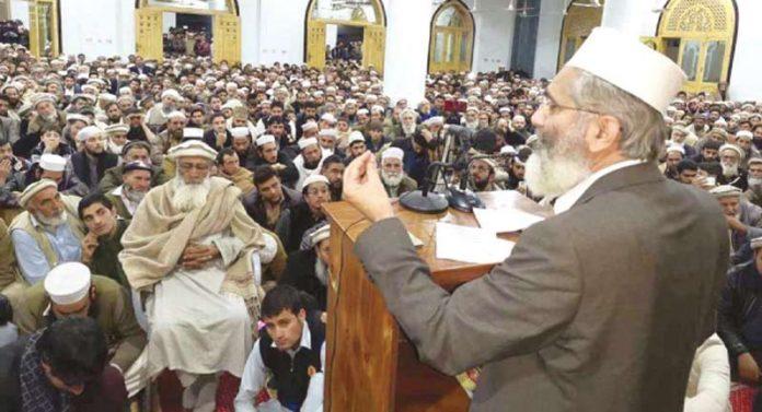 امیر جماعت اسلامی پاکستان سینیٹر سراج الحق دیر پائیں میں اجتماع ارکان سے خطاب کررہے ہیں