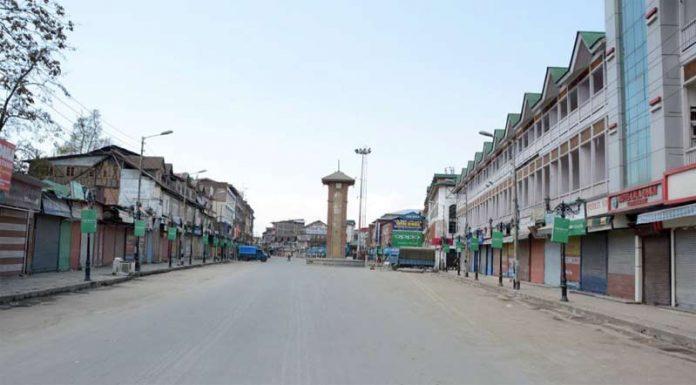 جموں: بھارتی وزیراعظم نریندر مودی کی آمد کے موقع پر شہر میں کرفیو کا سماں ہے
