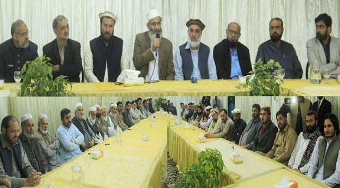 کراچی: امیر جماعت اسلامی پاکستان سراج الحق ادارہ نورحق میں دیربالا اوردیر پائیں کے منتخب بلدیاتی نمائندوں کے اعزاز میں استقبالیے سے خطاب کررہے ہیں