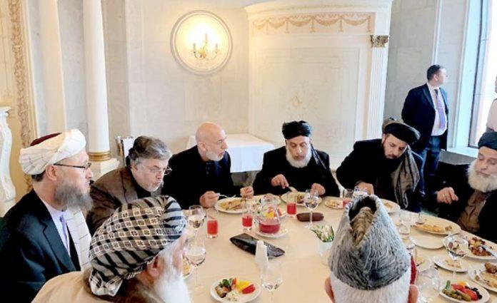 ماسکو: سابق افغان صدر حامد کرزئی طالبان سیاسی دفتر کے اراکین کے ساتھ ایک ہوٹل میں کھانا کھا رہے ہیں
