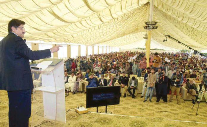 کراچی: وزیراعلیٰ سندھ مراد علی شاہ ہینڈز کے تحت کنونشن سے خطاب کررہے ہیں