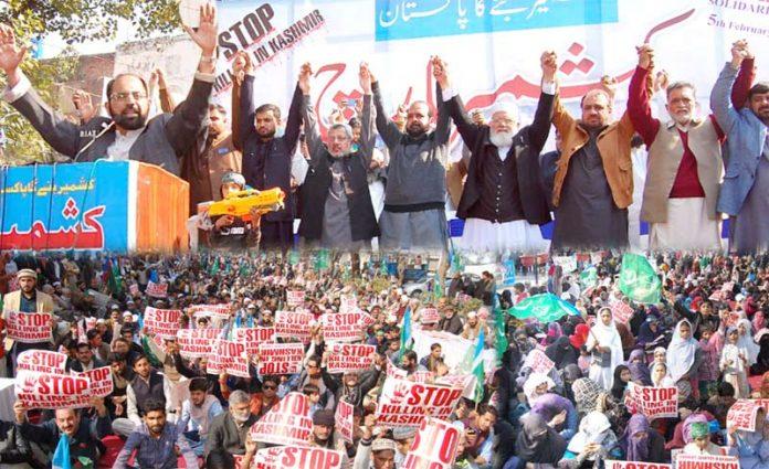 لاہور: جماعت اسلامی کے تحت کشمیر مارچ میں لیاقت بلوچ، امیر اعظیم، ذاکر اللہ مجاہد ، انجینئر اخلاق احمد و دیگر کشمیریوں سے اظہار یکجہتی کررہے ہیں