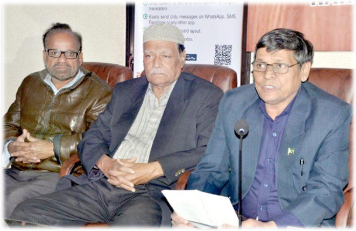 پاکستان ڈیٹا مینجمنٹ کے تحت پریس کلب میں آسان اردو کے حوالے سے طلال فرحت پریس کانفرنس کر رہے ہیں