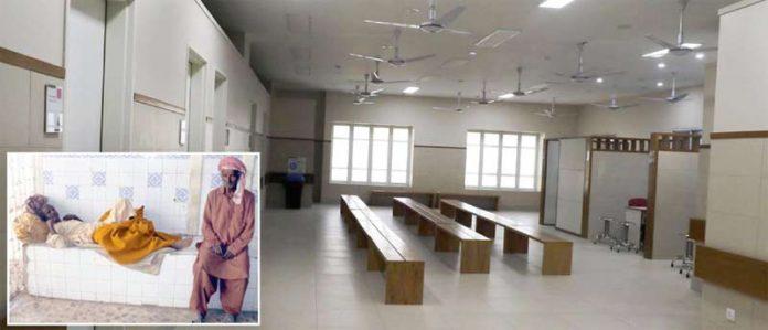 کراچی :ڈاکٹروں کی ہڑتال کے باعث جناح اسپتال کی اوپی ڈی بند ہے ۔چھوٹی تصویر میں مریض اسپتال کے باہر لیٹا ہوا ہے