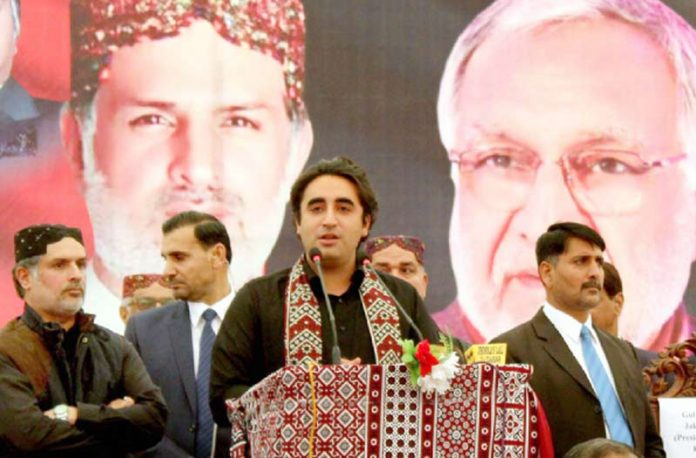 کندھ کوٹ: پی پی کے چیئرمین بلاول میر ہزار خان بجارانی کی پہلی برسی پر منعقدہ تقریب سے خطاب کررہے ہیں