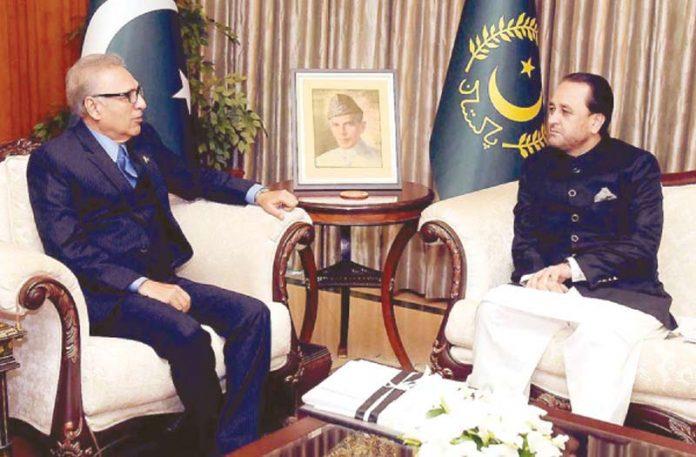 اسلام آباد: صدر مملکت ڈاکٹر عارف علوی سے وزیراعلیٰ گلگت بلتستان حافظ حفیظ الرحمن ملاقات کررہے ہیں