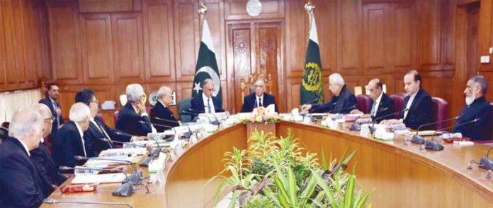 اسلام آباد، چیف جسٹس آف پاکستان جسٹس آصف سعید کھوسہ جوڈیشل کمیشن کے اجلاس کی صدارت کررہے ہیں