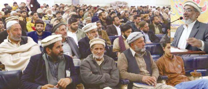 نائب امیر جماعت اسلامی پاکستان راشد نسیم منصورہ میں مرکزی تربیت گاہ کے شرکا سے خطاب کررہے ہیں