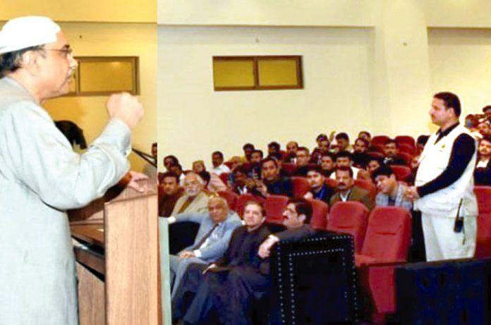ٹنڈو آدم: سابق صدر مملکت آصف زرداری تقریب سے خطاب کررہے ہیں