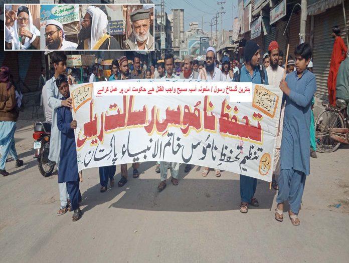 ٹنڈوآدم ،تنظیم تحفظ ناموس خاتم الانبیا پاکستان کے تحت آسیہ کی رہائی کیخلاف نکالی گئی ریلی سے علامہ احمد میاں حمادی،مفتی طاہرمکی،علامہ راشد مدنی اور مشتاق عادل خطاب کررہے ہیں