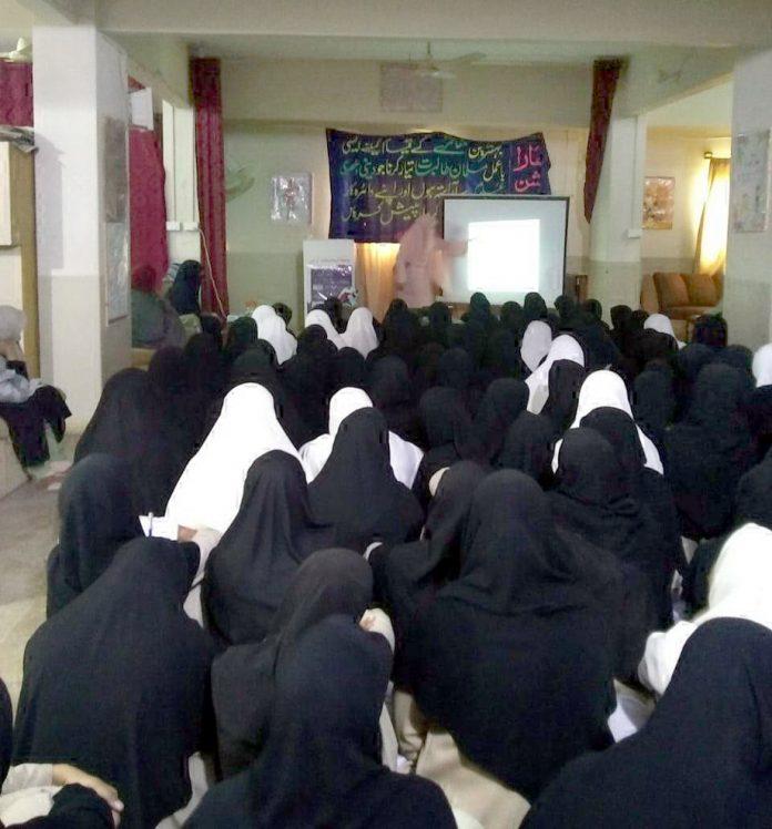 جامعتہ المحصنات کے تحت کشمیر کے موضوع پر منعقدہ ورکشاپ میں شرکا کو آگاہی دی جا رہی ہیں
