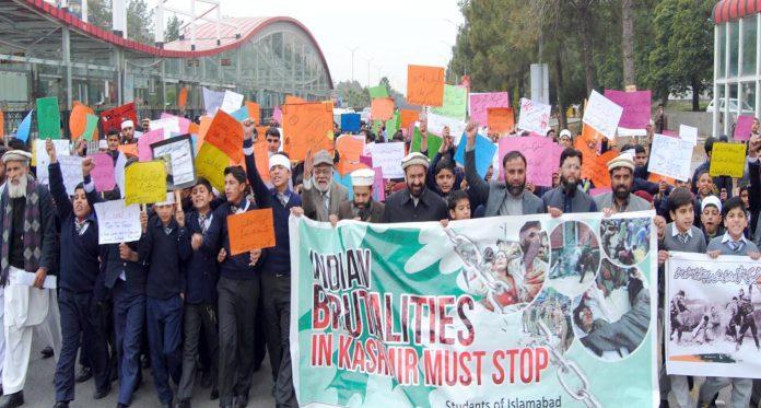 اسلام آباد،نائب امیر جماعت اسلامی پاکستان میاں محمد اسلم یکجہتی کشمیر طلبہ واک میں شریک ہیں