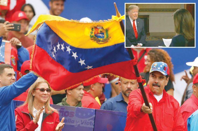 کراکس/ واشنگٹن: وینزویلن صدر نکولاس مادورو اپنے حامیوں کی ریلی کے دوران قومی پرچم لہرا رہے ہیں' ٹرمپ سی بی ایس چینل کو انٹرویو دے رہے ہیں