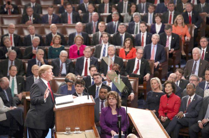 واشنگٹن: امریکی صدر ڈونلڈ ٹرمپ کانگریس سے اسٹیٹ آف دی یونین خطاب کررہے ہیں