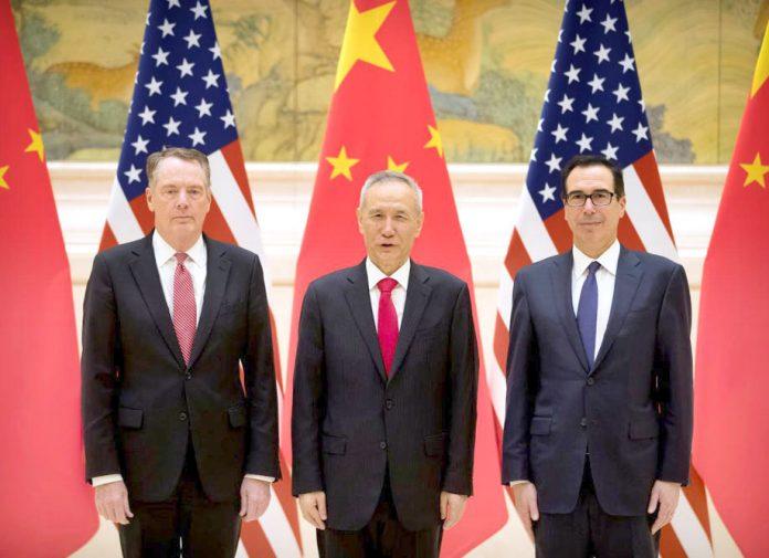 بیجنگ: چینی اور امریکی نمایندے تجارتی مذاکرات سے قبل تصویر بنوا رہے ہیں