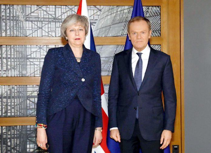 برسلز: برطانوی وزیراعظم تھریسامے یورپی کونسل کے صدر ڈونلڈ ٹسک سے ملاقات کررہی ہیں