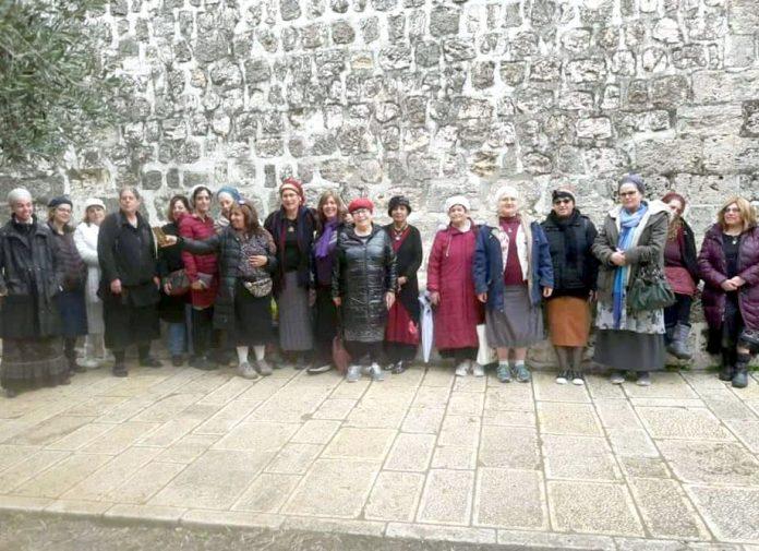 مقبوضہ بیت المقدس: نسائے ہیکل صہیونی تنظیم کی ارکان مسجد اقصیٰ میں تصویر بنوا رہی ہیں