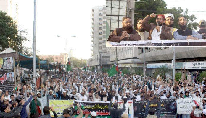 اہلسنت و جماعت کے مرکزی صدر اورنگزیب فاروقی مظاہرین سے خطاب کررہے ہیں