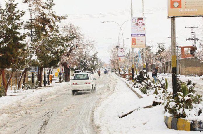 کوئٹہ: شدیدبرفباری کے بعد سڑک اور درخت برف سے ڈھکے ہوئے ہیں