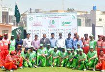 کراچی ،8ویں ڈس ایبلڈ T-20پینٹنگولر کپ کے افتتاح کے موقع پر ٹیموں کا مہمان خصوصی اقبال واحدکیساتھ گروپ فوٹو