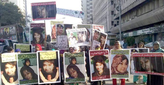 عافیہ موومنٹ کی خواتین ''عالمی یوم نسواں'' کے موقع پر قوم کی بیٹی ڈاکٹر عافیہ صدیقی کی رہائی کیلیے احتجاج کر رہی ہیں
