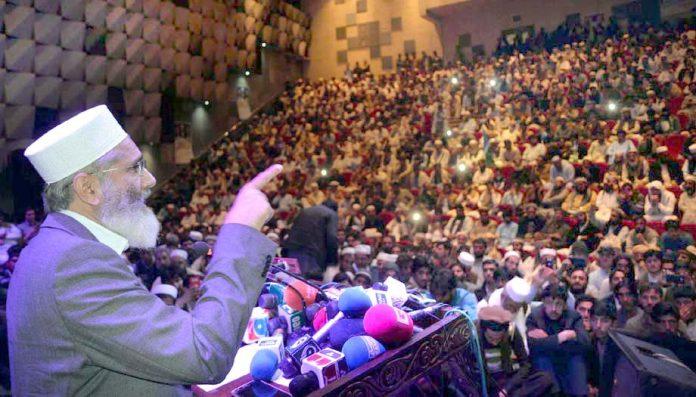 پشاور: امیر جماعت اسلامی پاکستان سینیٹر سراج الحق قبائل ورکرز کنونشن سے خطاب کررہے ہیں