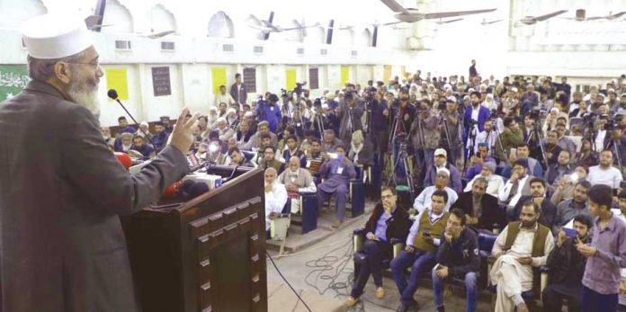 لاہور: امیر جماعت اسلامی پاکستان سینیٹر سراج الحق مرکزی تربیت گاہ کے شرکاء سے خطاب کررہے ہیں