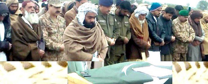 ڈیرغازی خان : شہیدحوالدار عبدالرب کی نمازجنازہ ادا کی جارہی ہے