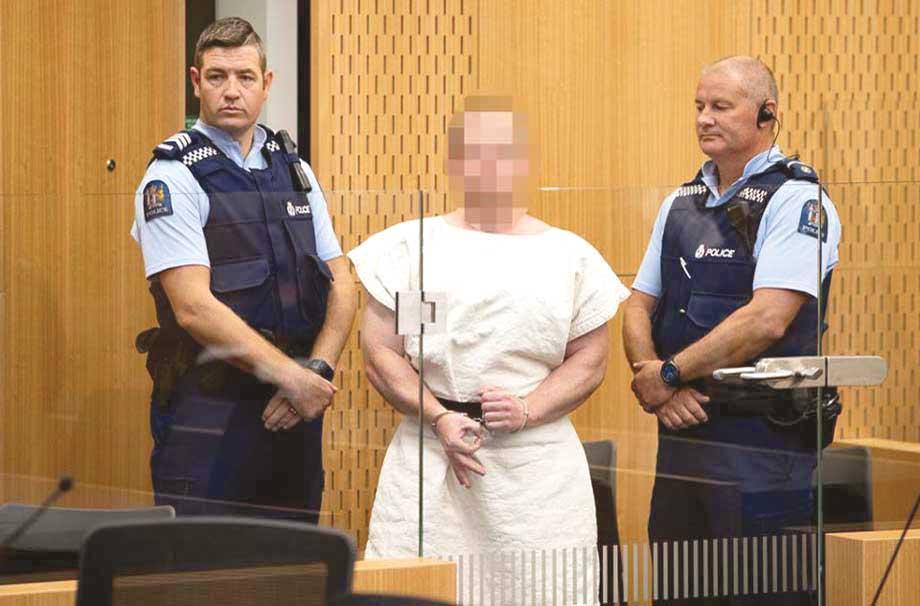 نیوزی لینڈ: مساجد پر حملہ اور 50مسلمانوں کو شہید کرنے والا دہشت گرد عدالت میں پیشی کے دوران نیونازیوں اور نسل پرستوں کا خاص اشارہ کررہا ہے، جو سفید فام بالادستی کے لیے استعمال ہوتا ہے