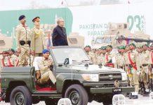 اسلام آباد: صدر مملکت عارف علوی پریڈ کا معائنہ کررہے ہیں