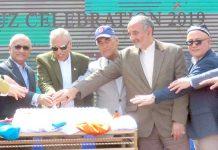 اسلام آباد: صدرمملکت عارف علوی کیک کاٹ کر جشن نوروز کی تقریب کا افتتاح کررہے ہیں