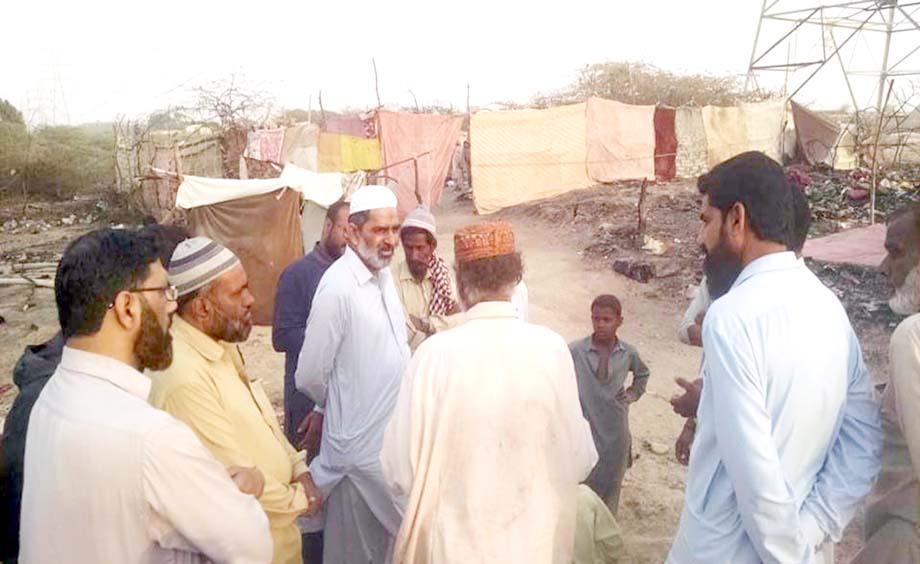 امیرجماعت اسلامی ضلع شمالی محمدیوسف روزی گوٹھ تیسر ٹاؤن کامقامی ذمے داروں کے ساتھ دورہ کررہے ہیں